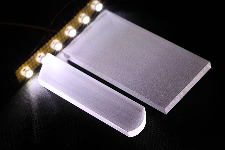 アクリル板をDIYでブラスト加工風に処理して光らせる方法