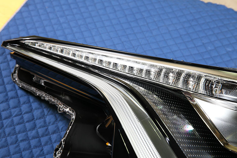 C-HRはグレード選びに注意。LEDヘッドライトとハロゲンの違いは ...