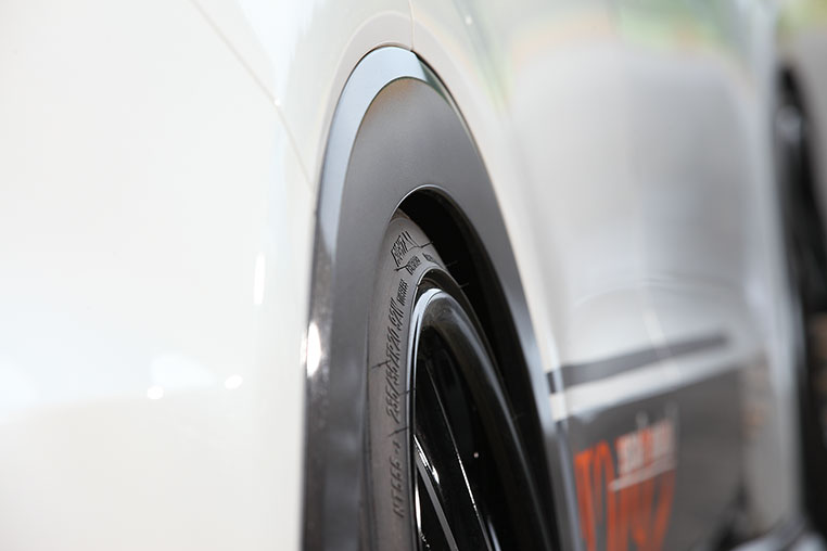 車検 タイヤ はみ出し タイヤのはみ出しに関する保安基準の改正は、誤解が多い!?