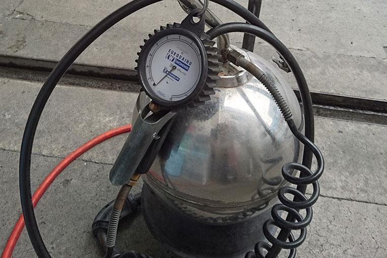 ガソリン スタンド 空気圧 だけ