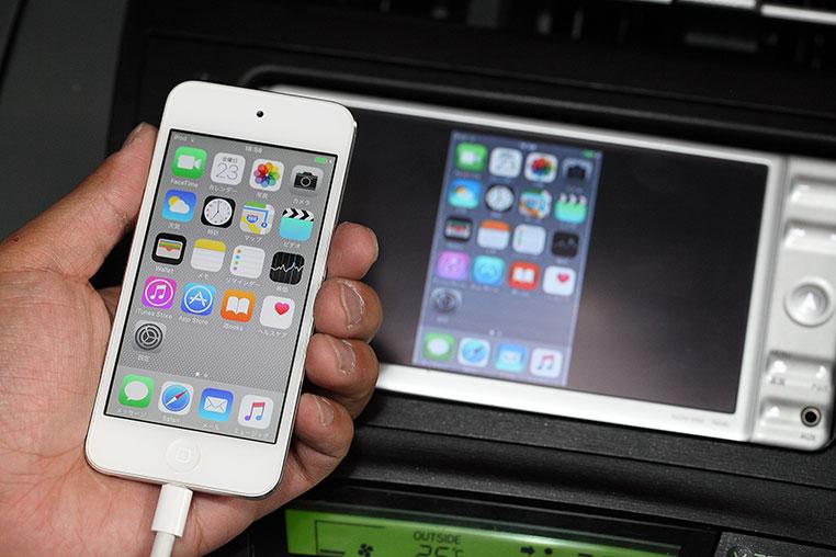 iPhoneの画面を車のナビに映す有...